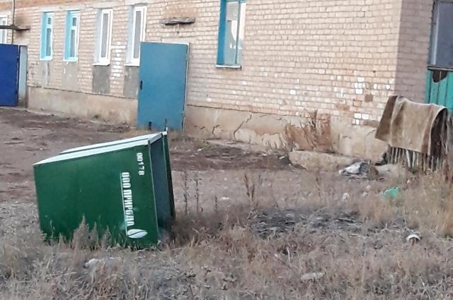 Какая мусорка? Не слышали.