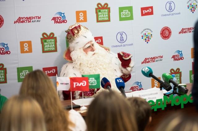 Главный волшебник страны на пресс-конференции с омскими журналистами.
