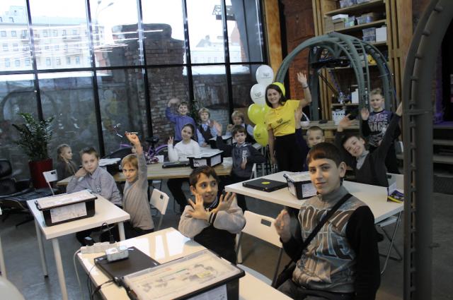 На базе открытой лаборатории Yota Lab дети смогут обучаться программированию, 3D-моделированию и робототехнике.
