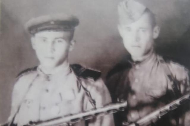 В 19 лет Иван Федотович стал командир боевой машины.