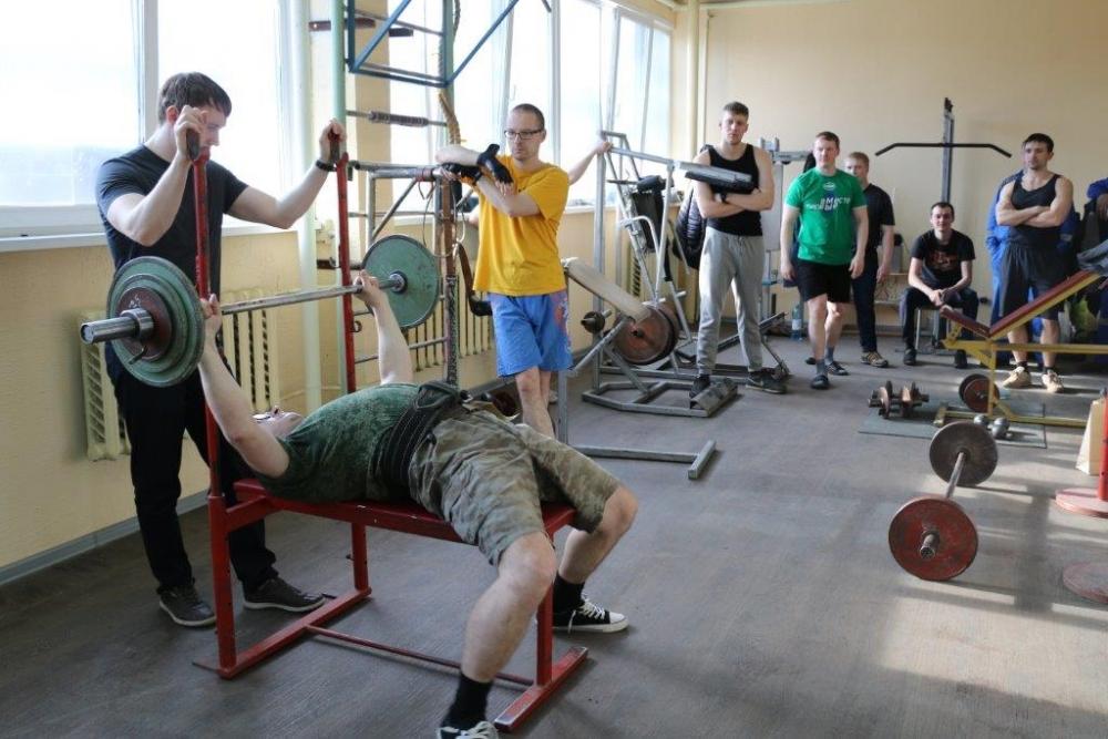 Прямо на заводе  созданы условия для  бесплатных занятий спортом.