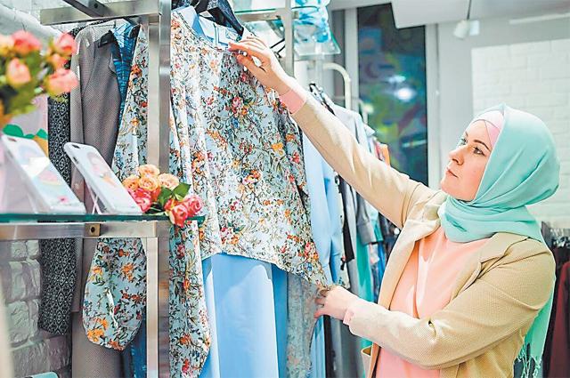 Рабочие будни модельера Амины Шабановой– идёт разработка новой коллекции.
