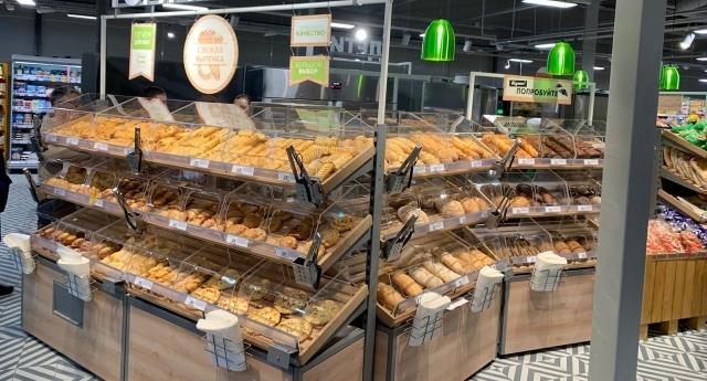 В магазине установлена пекарня.