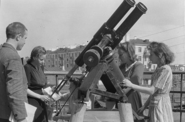 Занятия студентов по астрономии. 1948 год.