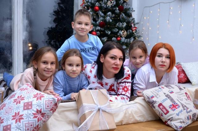 В воспитании детей Ольге и Сергею очень помогают их родители.