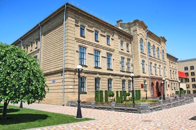 Старый корпус СтГАУ - памятник архитектуры XIX века.