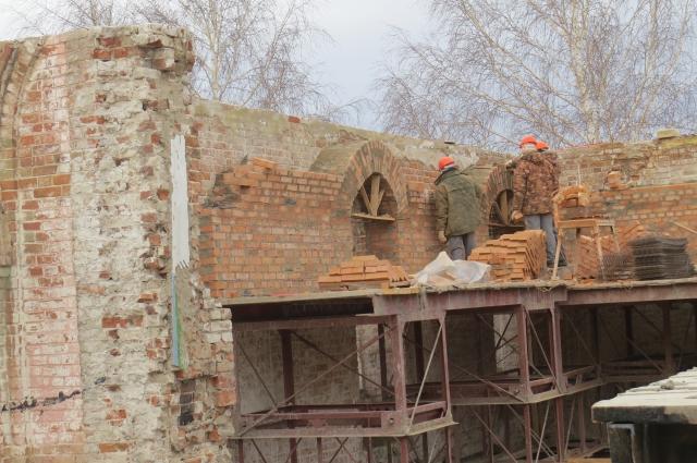 Самые интересные находки ждали реставраторов не наверху, а ближе к земле.