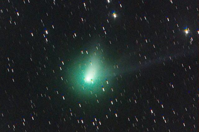Люди увидят в небе зеленую двухвостую комету.