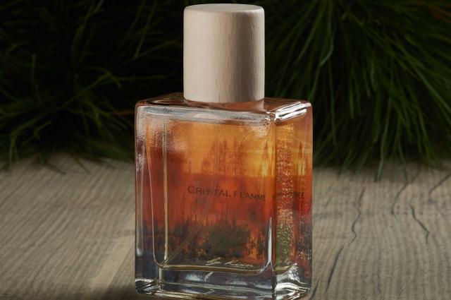 100 флаконов парфюма создала жительница Сургута