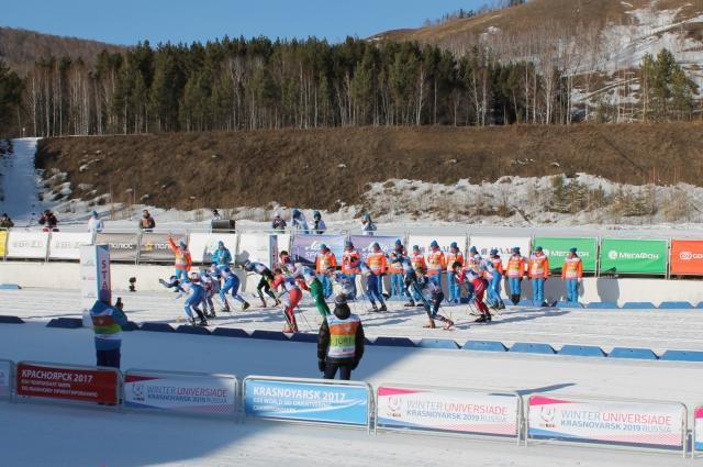 В соревнованиях приняли участие более 120 спортсменов из 21 страны мира.