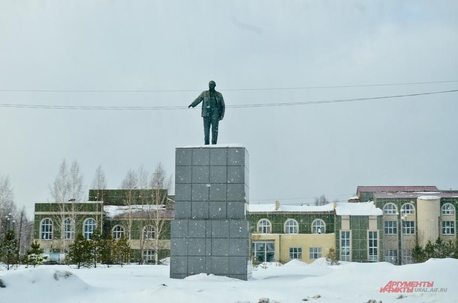 Памятник Ленину в Красноуральске.