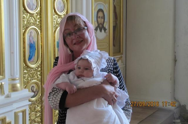 Врача, принявшего роды на дороге, позвали в крёстные мамы Анечки.