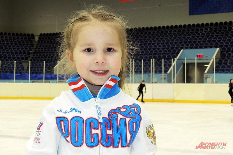 Риана Кадырова самая маленькая фигуристка Казани