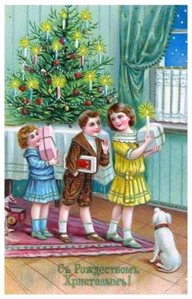 Детям дарили сладости и игрушки.