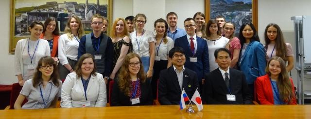 Участники российской делегации с мэром Нагасаки ТауэТомихиса.
