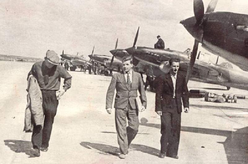 Ильюшин и Коккинаки на аэродроме серийного завода № 18 в Куйбышеве