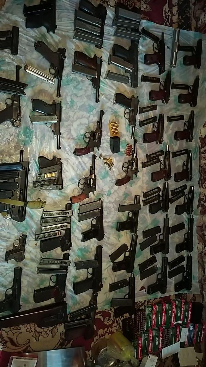 Арсенал оружия, изъятый из подпольной мастерской