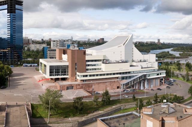Архитектор А. Демирханов: Большой концертный зал филармонии, перед ним (видно только крышу) здание Музея имени В.И.Ленина. сзади слева выотска здания КАТЭКНИИуголь, ныне перестраивается.