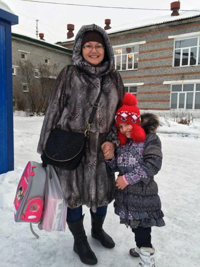 Мария и Тоня уезжают из Улан-Удэ домой - в Санкт-Петербург.