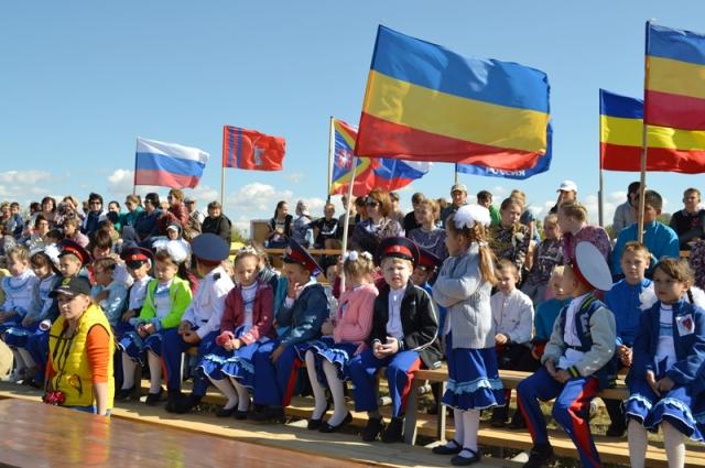 Главными гостями праздника были иловлинские казачата.