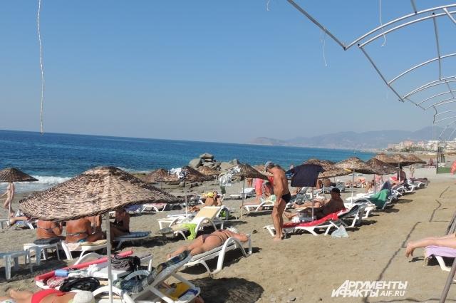 На пляжах Анталии вновь звучит русская речь.