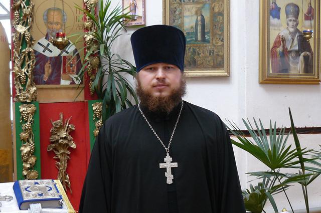 К увлечению отца Михаила другие священнослужители относятся с интересом.