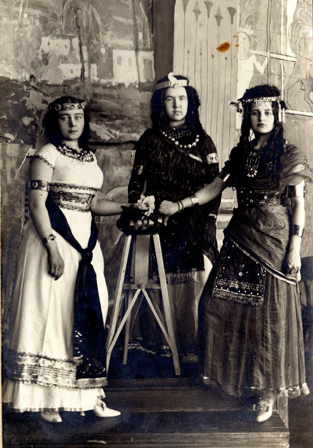 Египетский бал в Казанской художественной школе. 1913 год.