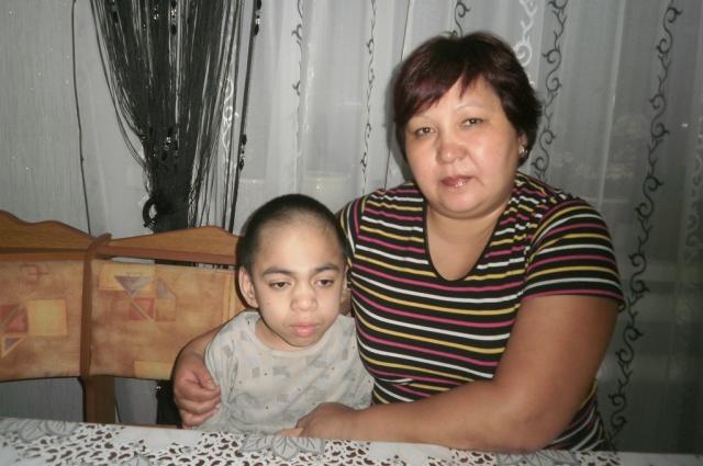 Мама Саши собирается бороться за жизнь сына до последнего.