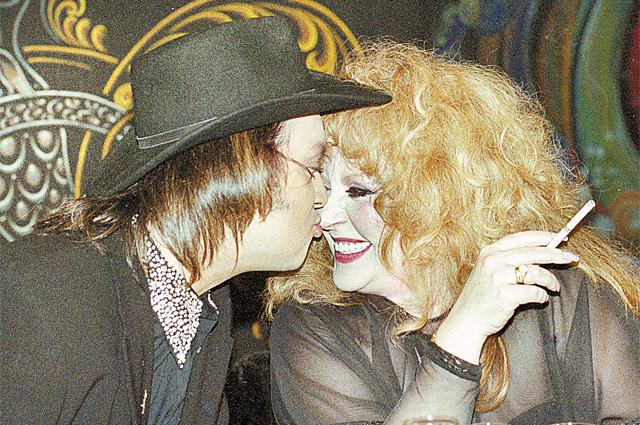 В начале 2000-х Алла и Филипп не скрывали нежных чувств. Да и после развода они смогли остаться хорошими друзьями, что большая редкость в звёздных семьях.