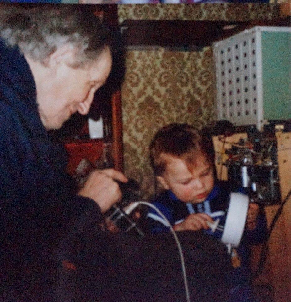 Фото из семейного архива Терменов. Пётр Термен и его знаменитый прадедушка.