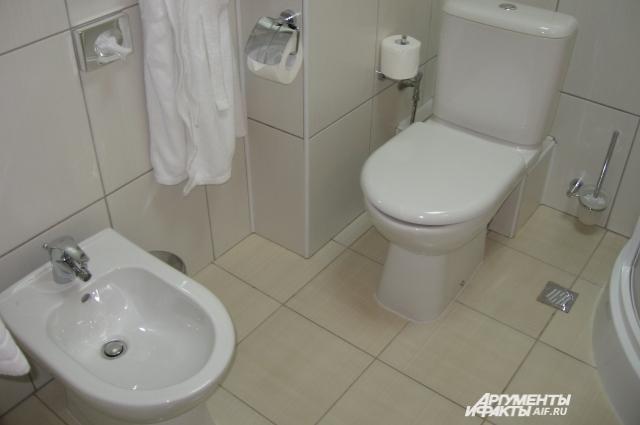 Обязательное требование - биде в туалете. Если звездность отеля не позволяет, можно поставить кувшин.