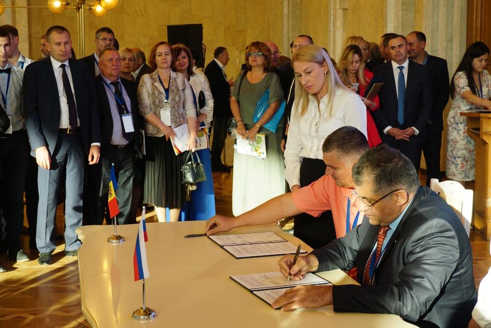 На Молодо-российском экономическом форуме представители ООО «Трактор» подписали меморандум с ИП «Гагауз Екатерина».