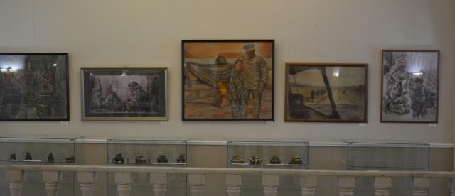 На выставке представлено более 30 работ художника.
