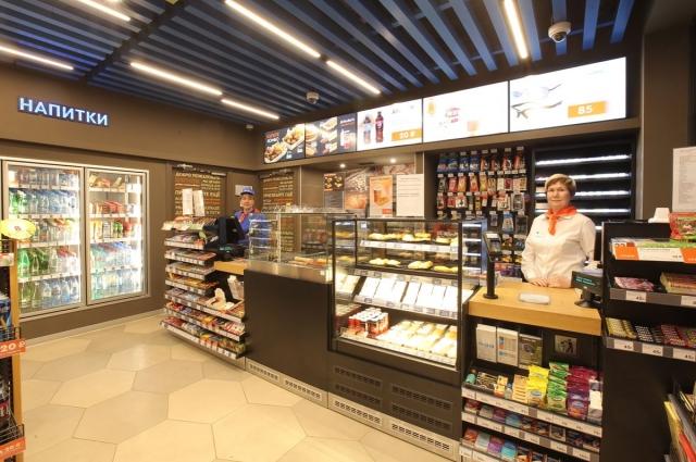 В павильоне заправки разместились магазин и Drive Café.