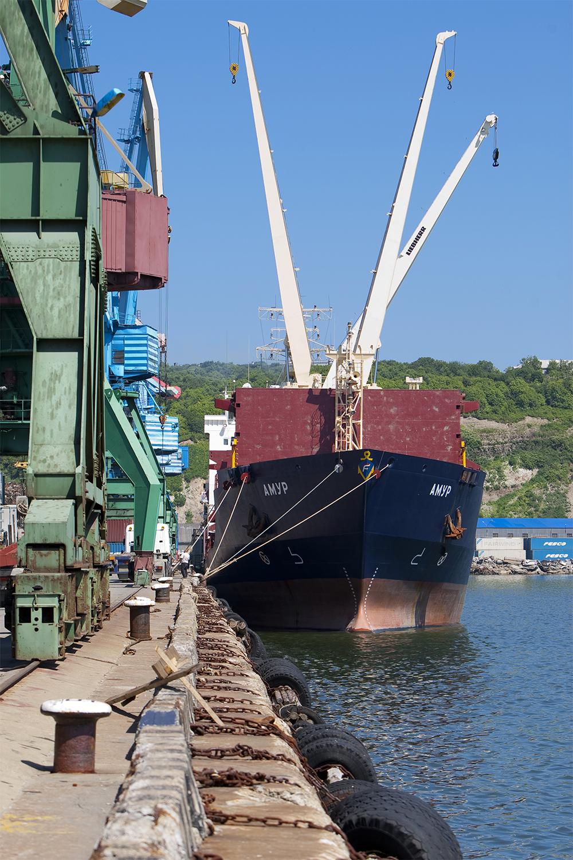 Работа Корсаковского морского торгового порта. Судно «Амур»