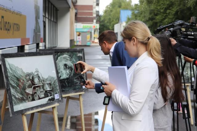 На открытии фотовыставки можно было познакомиться с работами главного художника Новокузнецка Ильи Храброва.