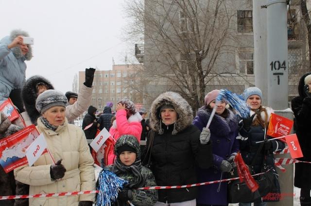 Олимпийский огонь встречали радостные оренбуржцы