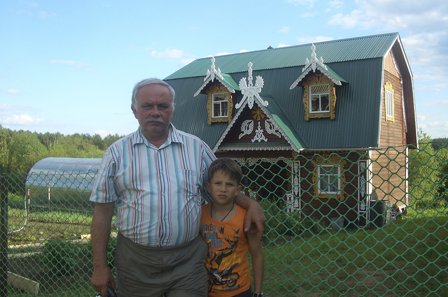 Внук Иван пошел по стопам деда.