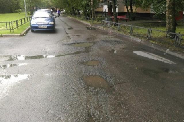 Чаще всего петербуржцы жалуются на плохие дороги.