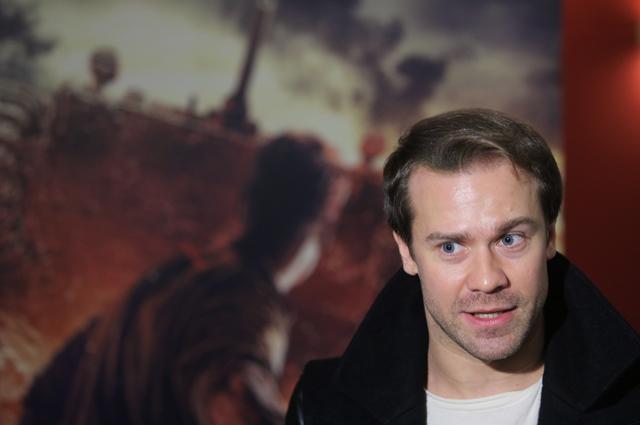 Актер Алексей Морозов вовремя пресс-конференции, посвященной выходу фильма «28панфиловцев», вкинотеатре «Каро 11Октябрь» вМоскве.