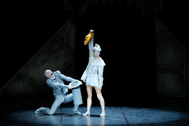 По мнению хореографа, не имеет значения, кто танцует Петрушку: мужчина или женщина.