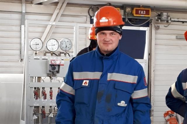В 2009 году Александр Кошелев успешно прошёл собеседование в нефтепроводном управлении и перевёз семью в город Нижняя Тура.