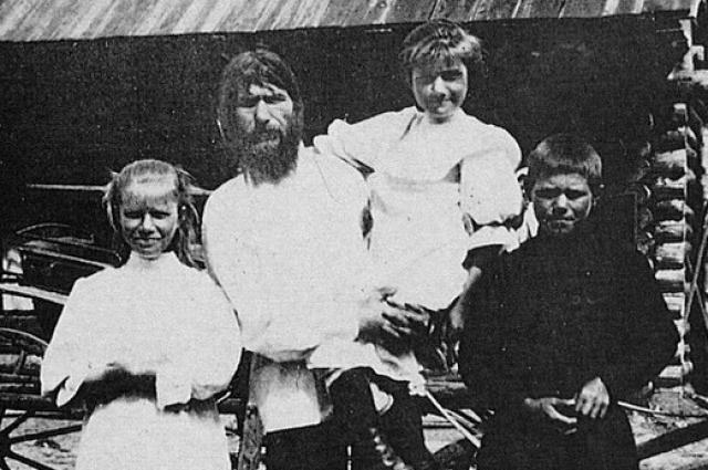 Григорий Распутин с семьей.