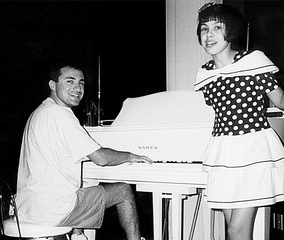 Когда артист поехал в США, ради дочери взял с собой не молодую любовницу, а 73-летнюю маму. С дочкой Наташей. Калифорния, 1995