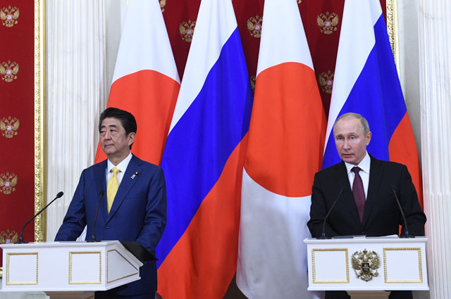 Президент РФ Владимир Путин и премьер-министр Японии Синдзо Абэ.