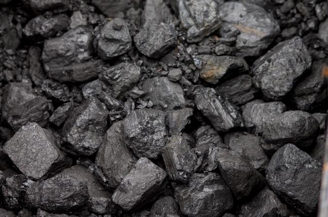 Добыче угля здесь уже около 100 лет – сначала советские, а теперь и российские предприятия получают здесь из недр земли полезные ископаемые.