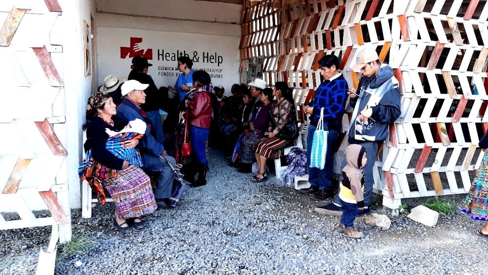 В клинику приезжают люди из отдалённых мест - принимают здесь бесплатно.