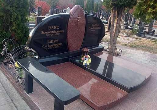 Надгробие.