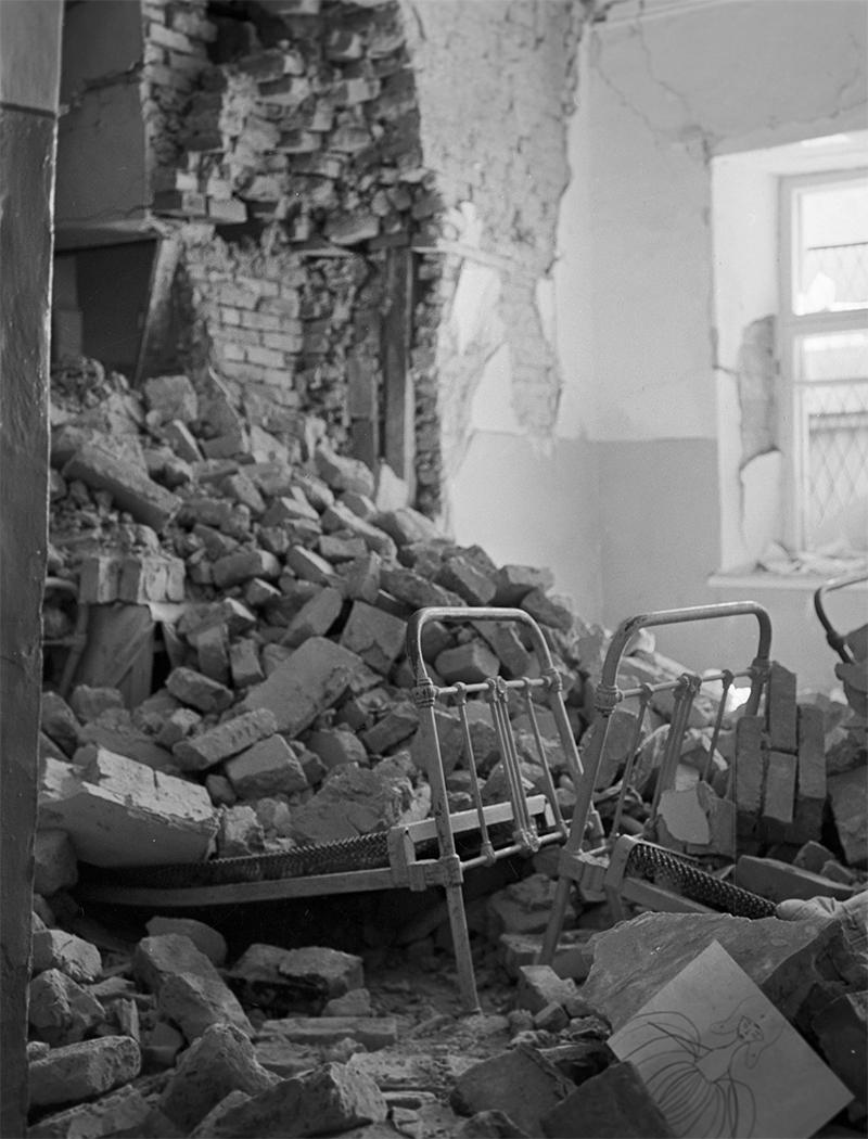 Глинобитный дом в Ташкенте, разрушенный во время землетрясения 26 апреля 1966 года.