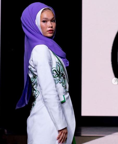 На саммите показали коллекции благопристойной моды.
